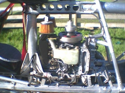 <h5>Outboard engine in helicopter</h5><p>Helicopter vertical two stroke outboard engine with custom clutch																	</p>