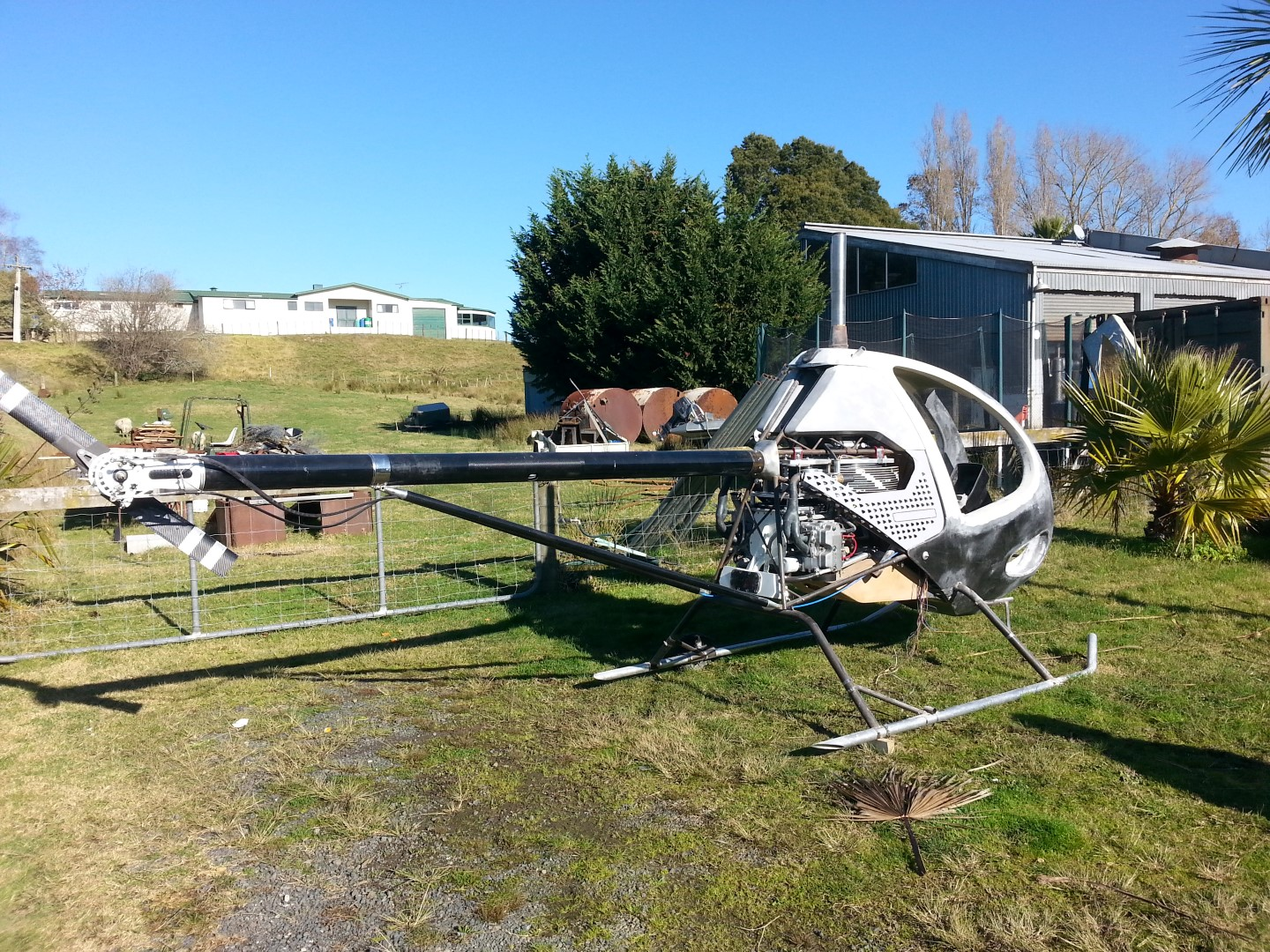 <h5>Blowfly helicopter's first time outside</h5><p>Blowfly helicopter's first time outside</p>