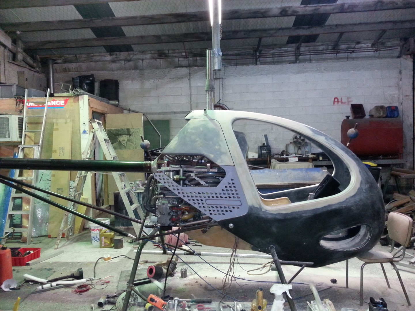 <h5>Blowfly helicopter body panel mockup</h5><p>Blowfly helicopter body panel mockup</p>