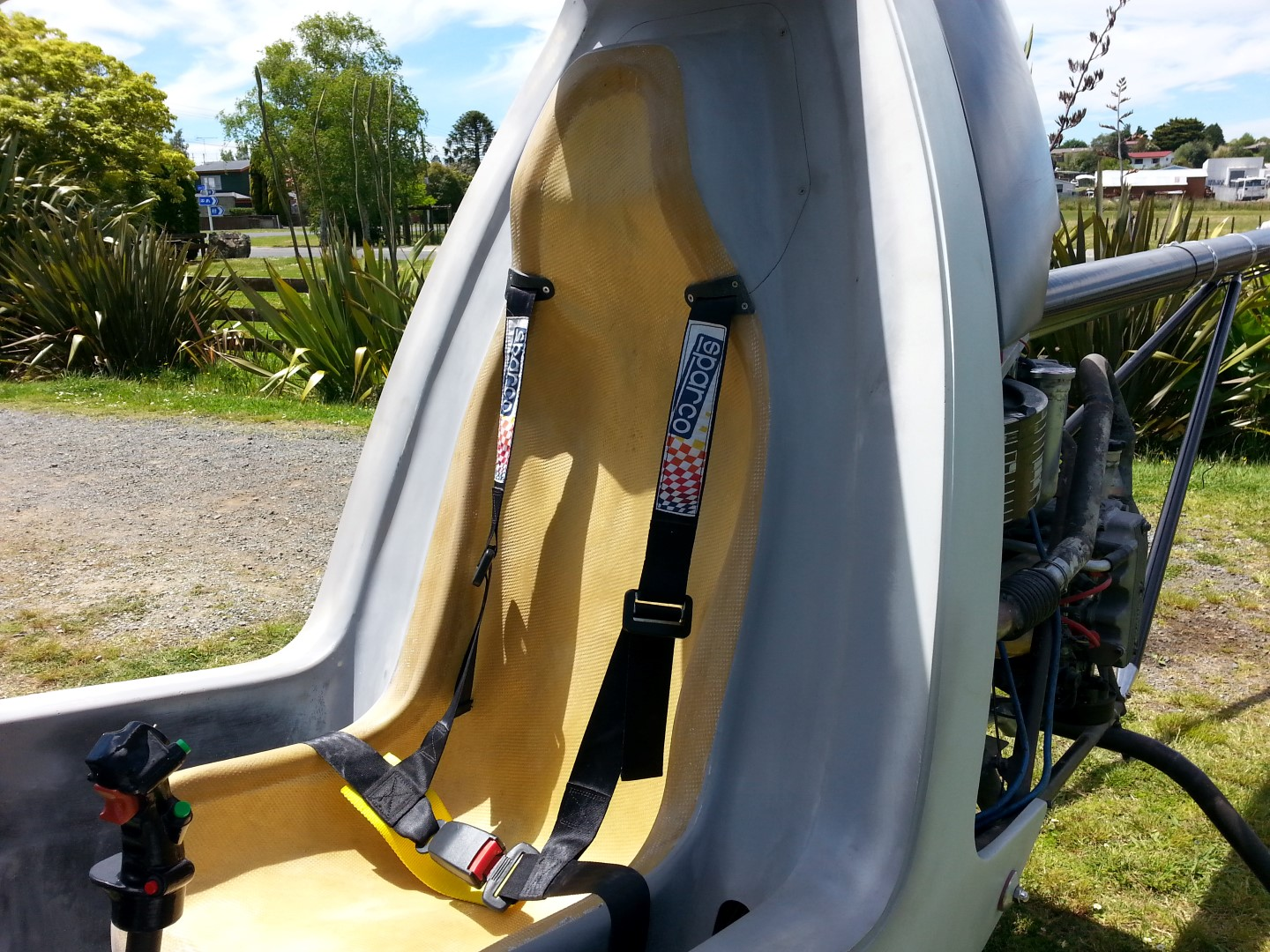 <h5>helicopter composite seat and belts</h5><p>Cameron Carter's Blowfly homebuilt helicopter composite seat and belts</p>