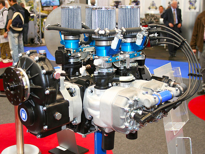 Hirth two stroke four cylinder aircraft engine